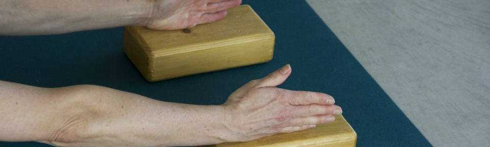 yogales-doen-handen-op-blok-langer-smal-ms